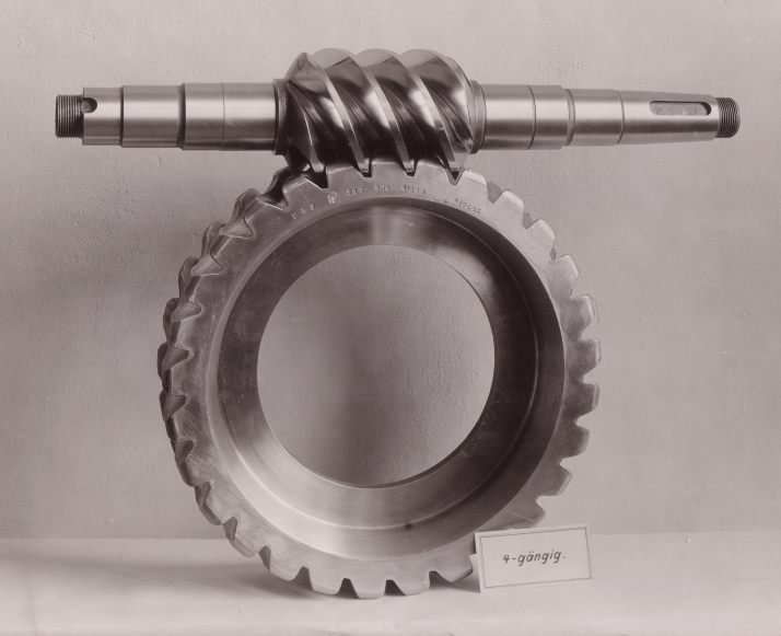 Worm wheel and worm shaft. Picture source: Wikipedia