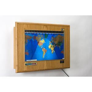 Geochron Boardroom de madera de roble color miel con marco dorado