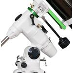 La solida montatura con le manopole per la regolazione micrometrica manuale e l'inseguimento degli oggetti