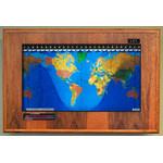 Geochron Modèle Boardroom, finition placage chêne doré et moulures noires