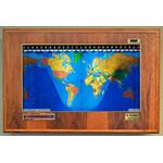 Geochron Boardroom Modell in Hickory Echtholzfurnierausführung und goldfarbenen Zierleisten