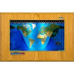 Geochron Boardroom Modell physisch in Honig-Eiche Echtholzfurnierausführung und goldfarbenen Zierleisten