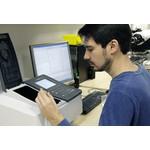 Ihr Filter wird im UV-IR-Spektrometer exakt vermessen.