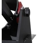 So sitzt das Teleskop in der Dobson-Montierung. Mit dem Friktionsrad stellen Sie leicht die gewünschte Reibung ein.