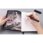 En plus des 176 pages blanches à votre disposition pour écrire ou dessiner, vous trouverez des illustrations de haute qualité de Buzz Aldrin.