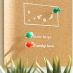 Markieren Sie mit den farbigen Pins besuchte und zukünftige Reiseziele.